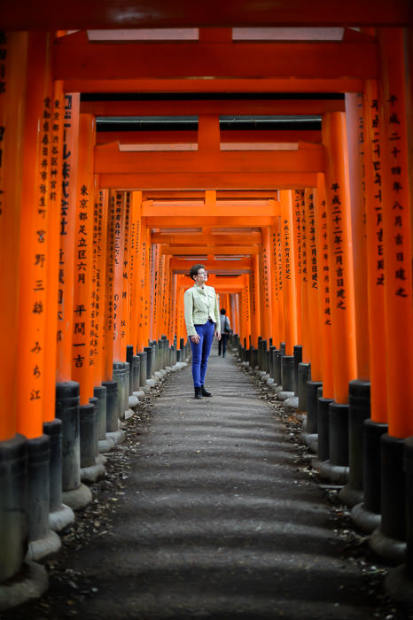 Waiting for the background to clear -- Fushimi-Inari Taisha Shrine (伏見稲荷大社) -- Kyoto, Japan -- Copyright 2014 Jeffrey Friedl, http://regex.info/blog/