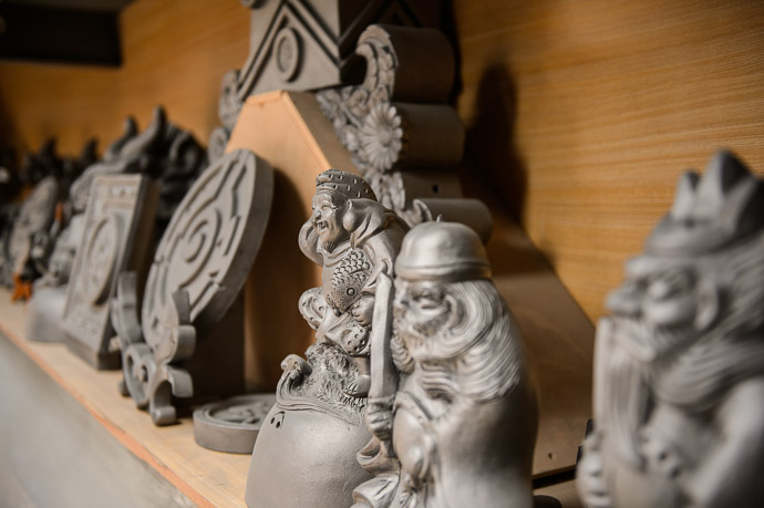 Garden Gnomes ( sort of ) -- Minobe Onigawara Workshop (美濃邉鬼瓦工房) -- Otsu, Shiga, Japan -- Copyright 2014 Jeffrey Friedl, http://regex.info/blog/