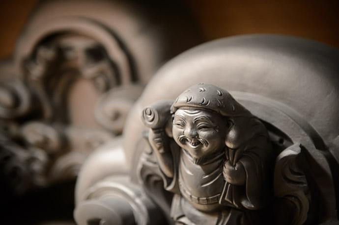 Ebisu the Japanese god of fishermen, luck, the working man, and children's health -- Minobe Onigawara Workshop (美濃邉鬼瓦工房) -- Otsu, Shiga, Japan -- Copyright 2014 Jeffrey Friedl, http://regex.info/blog/