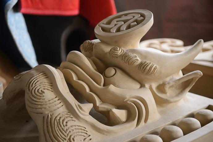 Delicate prior to firing, the drying clay looks quite fragile -- Minobe Onigawara Workshop (美濃邉鬼瓦工房) -- Otsu, Shiga, Japan -- Copyright 2014 Jeffrey Friedl, http://regex.info/blog/