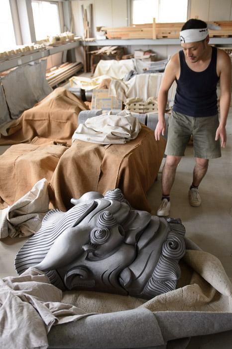 Freshly Fired it looks much more substantial -- Minobe Onigawara Workshop (美濃邉鬼瓦工房) -- Otsu, Shiga, Japan -- Copyright 2014 Jeffrey Friedl, http://regex.info/blog/