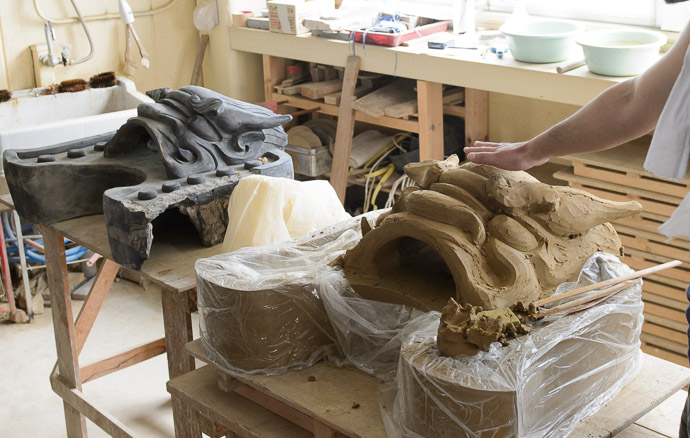 In Need of a Fang -- Minobe Onigawara Workshop (美濃邉鬼瓦工房) -- Otsu, Shiga, Japan -- Copyright 2014 Jeffrey Friedl, http://regex.info/blog/