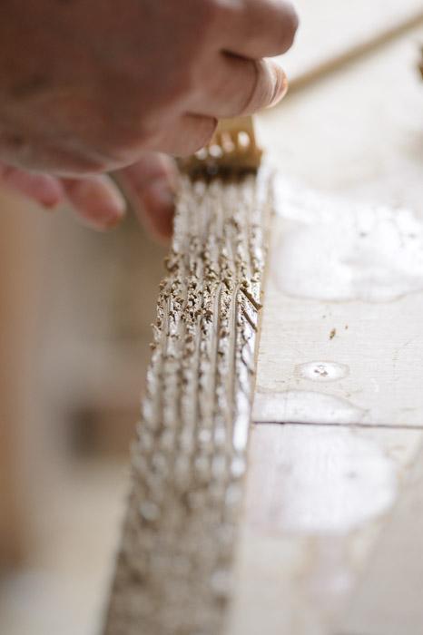 Scoring the Strip to be Added the Mozart of clay -- Minobe Onigawara Workshop (美濃邉鬼瓦工房) -- Otsu, Shiga, Japan -- Copyright 2014 Jeffrey Friedl, http://regex.info/blog/