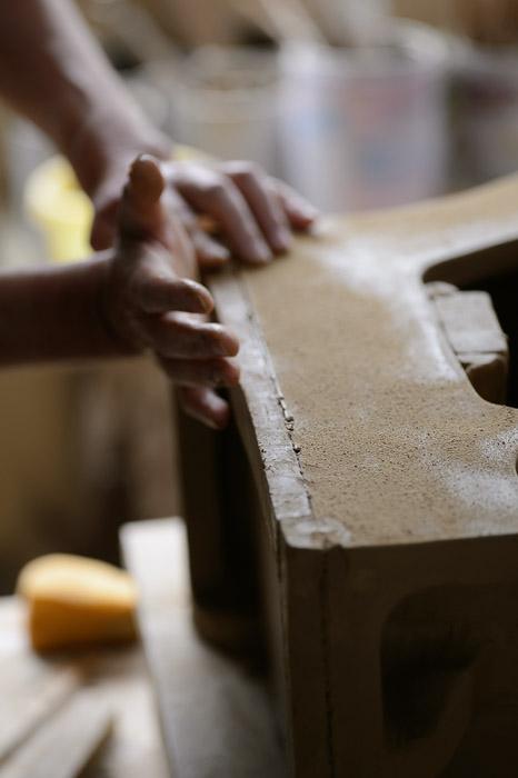 Pressing It Firm -- Minobe Onigawara Workshop (美濃邉鬼瓦工房) -- Otsu, Shiga, Japan -- Copyright 2014 Jeffrey Friedl, http://regex.info/blog/