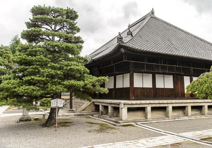 Shoju Raijoji Temple (聖衆来迎寺) Otsu, Japan -- Shoju Raijoji Temple (聖衆来迎寺) -- Otsu, Shiga, Japan -- Copyright 2014 Jeffrey Friedl, http://regex.info/blog/