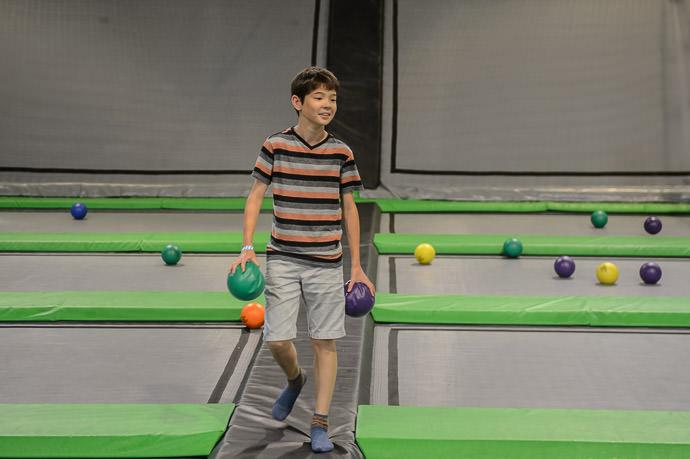 Trampoline Dodgeball Master トランポリンドッジボールの名人 ZipCity, Streetsboro OH, USA -- Copyright 2014 Jeffrey Friedl, http://regex.info/blog/