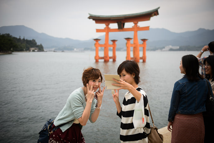 Photo Ops -- Itsukushima Shrine (厳島神社) -- Miyajima, Hiroshima, Japan -- Copyright 2014 Jeffrey Friedl, http://regex.info/blog/