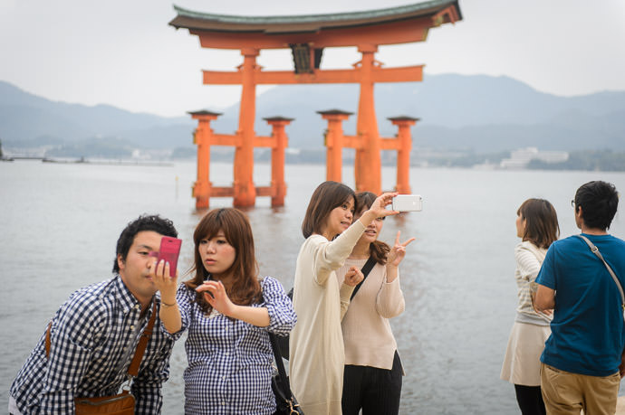 Selfies -- Itsukushima Shrine (厳島神社) -- Miyajima, Hiroshima, Japan -- Copyright 2014 Jeffrey Friedl, http://regex.info/blog/