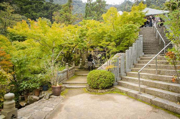 Main Path Right, Small Alcove Left -- Daishoin Temple (大聖院) -- Miyajima, Hiroshima, Japan -- Copyright 2014 Jeffrey Friedl, http://regex.info/blog/