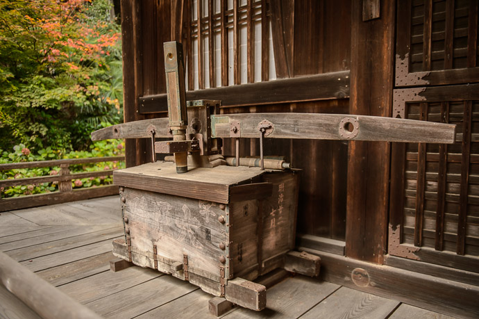 "The Contraption in Question something at the Shojiji Temple (AKA "" Hanadera "" ), Kyoto Japan 勝持寺 / 花の寺 -- Shojiji Temple (Hanadera) (勝持寺 / 花の寺) -- Copyright 2014 Jeffrey Friedl, http://regex.info/blog/2014-11-22/2488 -- This photo is licensed to the public under the Creative Commons Attribution-NonCommercial 4.0 International License http://creativecommons.org/licenses/by-nc/4.0/ (non-commercial use is freely allowed if proper attribution is given, including a link back to this page on http://regex.info/ when used online)"