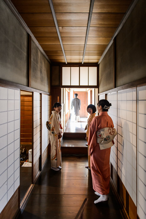 Packed Hallway but they were staff, there to serve me tea -- Shodensanso Villa (松殿山荘) -- Kyoto, Japan -- Copyright 2014 Jeffrey Friedl, http://regex.info/blog/ -- This photo is licensed to the public under the Creative Commons Attribution-NonCommercial 4.0 International License http://creativecommons.org/licenses/by-nc/4.0/ (non-commercial use is freely allowed if proper attribution is given, including a link back to this page on http://regex.info/ when used online)