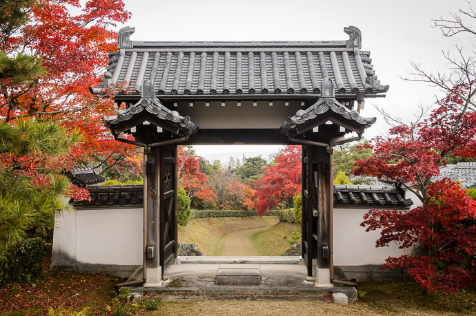 Looking Back (some hours later) -- Shodensanso Villa (松殿山荘) -- Uji, Kyoto, Japan -- Copyright 2014 Jeffrey Friedl, http://regex.info/blog/ -- This photo is licensed to the public under the Creative Commons Attribution-NonCommercial 4.0 International License http://creativecommons.org/licenses/by-nc/4.0/ (non-commercial use is freely allowed if proper attribution is given, including a link back to this page on http://regex.info/ when used online)