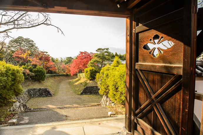 (even more hours later) -- Shodensanso Villa (松殿山荘) -- Uji, Kyoto, Japan -- Copyright 2014 Jeffrey Friedl, http://regex.info/blog/ -- This photo is licensed to the public under the Creative Commons Attribution-NonCommercial 4.0 International License http://creativecommons.org/licenses/by-nc/4.0/ (non-commercial use is freely allowed if proper attribution is given, including a link back to this page on http://regex.info/ when used online)