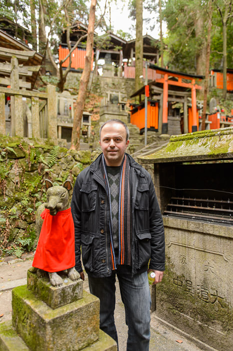 With Fox at the Fushimi Inari Shrine (伏見稲荷) -- Kyoto, Japan -- Copyright 2014 Jeffrey Friedl, http://regex.info/blog/