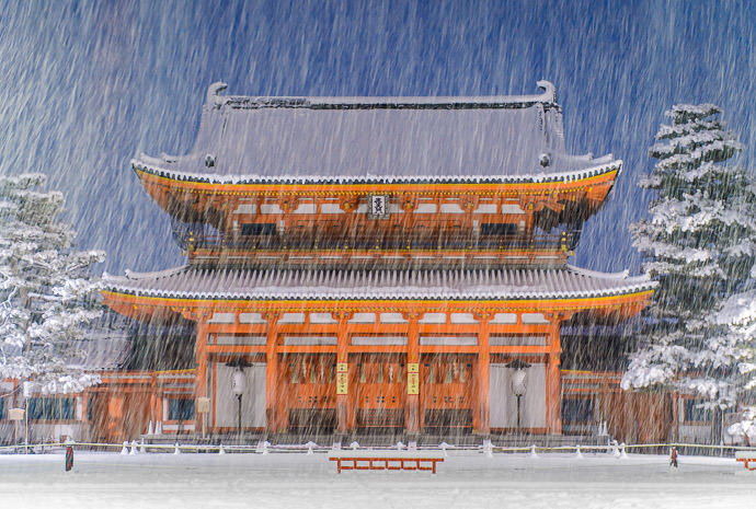 "Evening Long Exposure which reminds me that I need to redo "" Shutter Speed's Effect on Falling Snow "" -- Kyoto, Japan -- Copyright 2015 Jeffrey Friedl, http://regex.info/blog/"