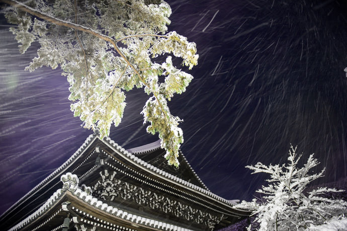 Squall -- Nanzen Temple (南禅寺) -- Kyoto, Japan -- Copyright 2015 Jeffrey Friedl, http://regex.info/blog/