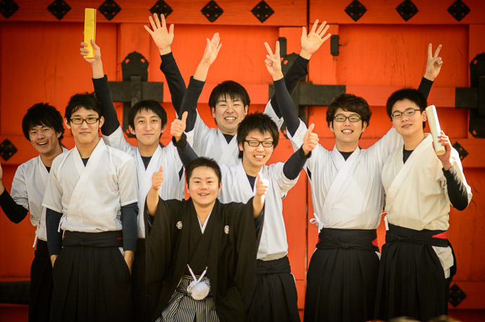 Celebration (they perhaps think it's of youth or of archery, but it's really of friendship) -- Sanjusangendo Temple (三十三間堂) -- Kyoto , Kyoto, Japan -- Copyright 2015 Jeffrey Friedl, http://regex.info/blog/