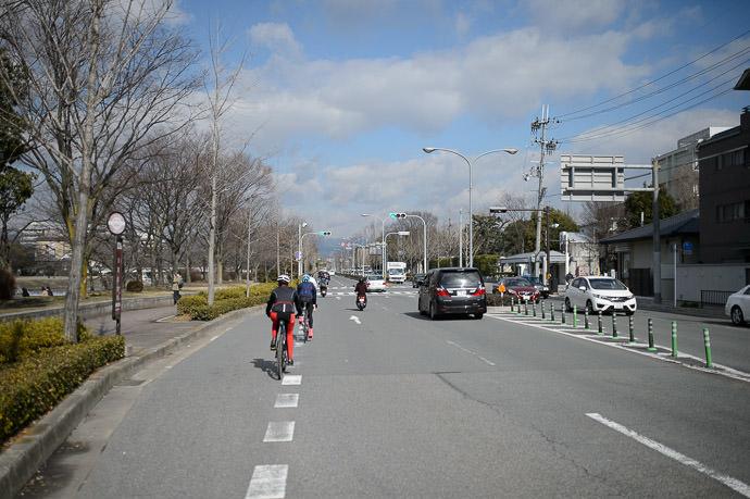 City Riding heading north on Kawabata St. 川端通で北へ -- Kyoto, Japan -- Copyright 2015 Jeffrey Friedl, http://regex.info/blog/