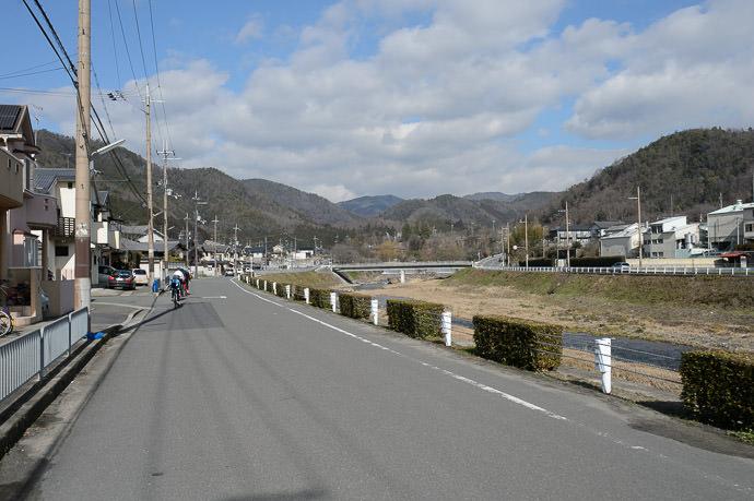 Mountains Where We're Heading -- Kyoto, Japan -- Copyright 2015 Jeffrey Friedl, http://regex.info/blog/