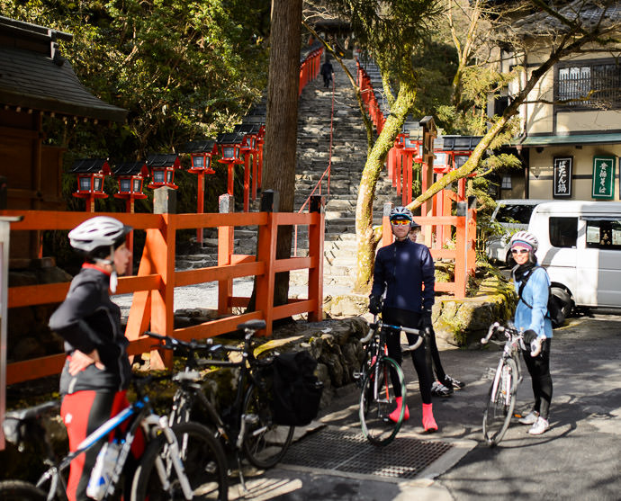 Short Pause at the entrance to the Kibune Shrine (貴船神社) -- Kibune Shrine (貴船神社) -- Kyoto, Japan -- Copyright 2015 Jeffrey Friedl, http://regex.info/blog/