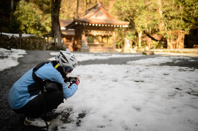 Still Plenty of Snow -- Kibune Shrine Okumiya (貴船神社奥宮) -- Kyoto, Japan -- Copyright 2015 Jeffrey Friedl, http://regex.info/blog/