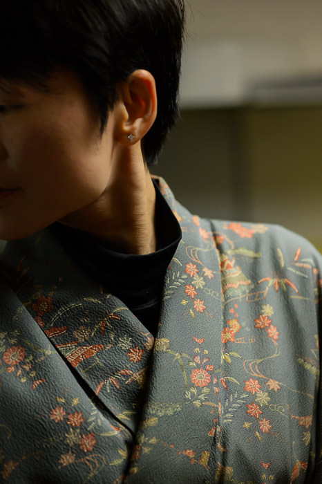 Surprisingly Well how a black western turtleneck goes with a traditional Japanese kimono -- Kyoto, Japan -- Copyright 2015 Jeffrey Friedl, http://regex.info/blog/