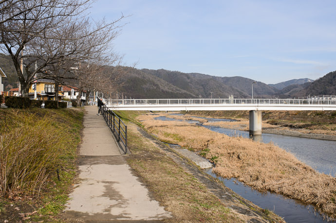 End of the Riverside Path 9:43am (8.4km), taken one-handed while riding at 18 km/h -- Kyoto, Japan -- Copyright 2015 Jeffrey Friedl, http://regex.info/blog/ -- This photo is licensed to the public under the Creative Commons Attribution-NonCommercial 4.0 International License http://creativecommons.org/licenses/by-nc/4.0/ (non-commercial use is freely allowed if proper attribution is given, including a link back to this page on http://regex.info/ when used online)