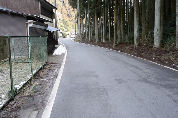 First Sight of Snow 10:02am (15.4km), taken one-handed while riding at 19 km/h 雪を見ました -- Kyoto, Japan -- Copyright 2015 Jeffrey Friedl, http://regex.info/blog/ -- This photo is licensed to the public under the Creative Commons Attribution-NonCommercial 4.0 International License http://creativecommons.org/licenses/by-nc/4.0/ (non-commercial use is freely allowed if proper attribution is given, including a link back to this page on http://regex.info/ when used online)