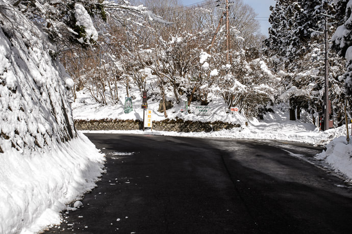 Hanase Pass 10:55am (22.7km) やっと花背峠! -- Hanase Pass (花脊峠) -- Kyoto, Japan -- Copyright 2015 Jeffrey Friedl, http://regex.info/blog/ -- This photo is licensed to the public under the Creative Commons Attribution-NonCommercial 4.0 International License http://creativecommons.org/licenses/by-nc/4.0/ (non-commercial use is freely allowed if proper attribution is given, including a link back to this page on http://regex.info/ when used online)