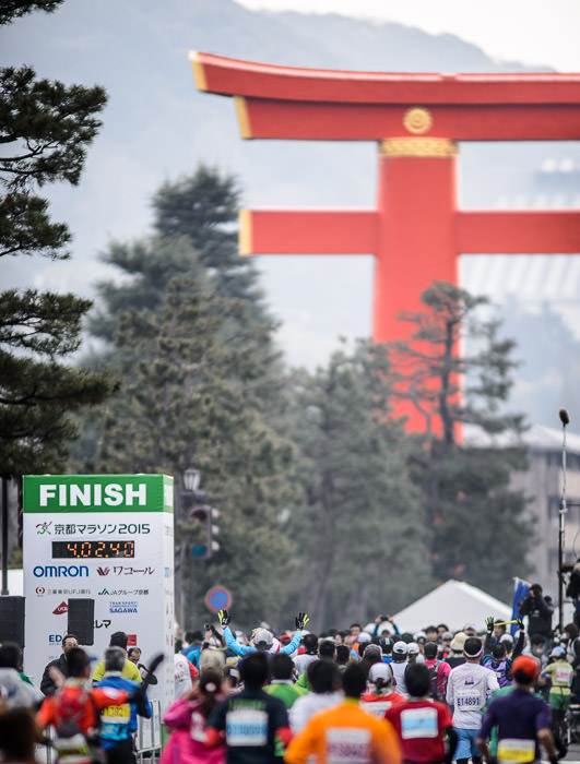 Thrill of Victory as far as I'm concerned about marathons, any finish is a victory 平成27の京都マラソンのフィニッシュ -- Heian Shrine (平安神宮) -- Kyoto, Japan -- Copyright 2015 Jeffrey Friedl, http://regex.info/blog/