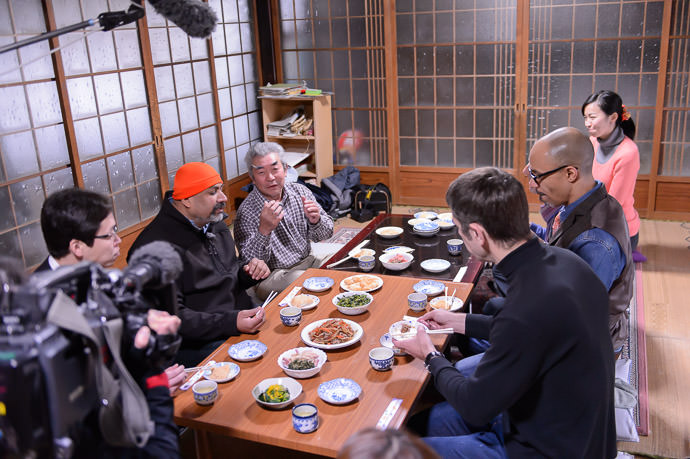 Interview Continues while I dip in for seconds on natto -- Kyoto, Japan -- Copyright 2015 Jeffrey Friedl, http://regex.info/blog/