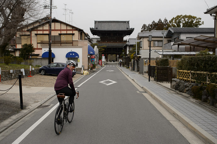 10:56am - taken while moving at 14 km/h -- Kyoto, Japan -- Copyright 2015 Jeffrey Friedl, http://regex.info/blog/