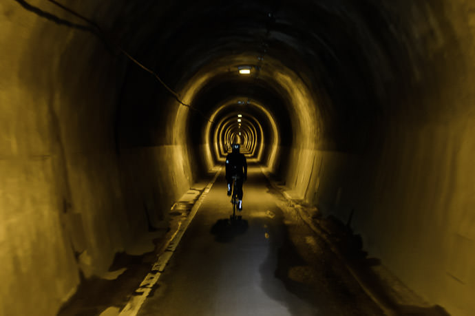 Tunnel 11:11am - taken while moving at 18 km/h -- Kyoto, Japan -- Copyright 2015 Jeffrey Friedl, http://regex.info/blog/