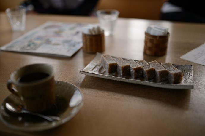 """ Terabe Mochi "" 「 寺辺 もち 」めっちゃ 美味 しかった。 -- Sajo-Toson (茶丈藤村) -- Kyoto, Japan -- Copyright 2015 Jeffrey Friedl, http://regex.info/blog/"