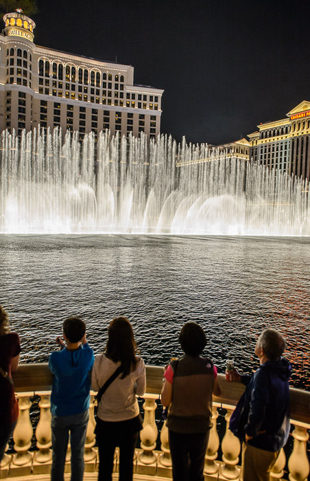 Last Night The Bellagio, Las Vegas Nevada 昨夜。ラスヴェガス、ベラジオの噴水 -- Las Vegas, Nevada, United States -- Copyright 2015 Jeffrey Friedl, http://regex.info/blog/