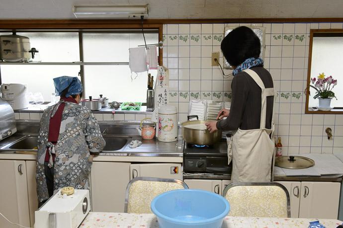 Kitchen Helper Hiromi-san, the president of the tour company, helps stir -- Takashima, Shiga, Japan -- Copyright 2015 Jeffrey Friedl, http://regex.info/blog/