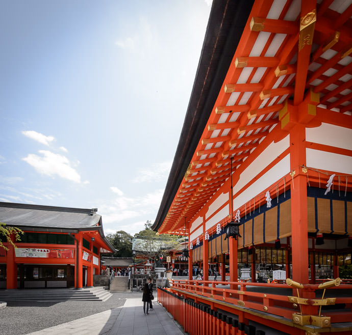 Less Unsettling -- Fushimi-Inari Taisha Shrine (伏見稲荷大社) -- Kyoto , Kyoto, Japan -- Copyright 2015 Jeffrey Friedl, http://regex.info/blog/