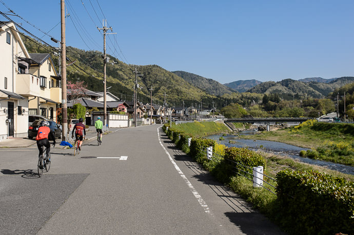 Getting Out of the City always feels nice やっと田舎 8:38am - taken while cycling at 25 km/h -- Kyoto, Japan -- Copyright 2015 Jeffrey Friedl, http://regex.info/blog/