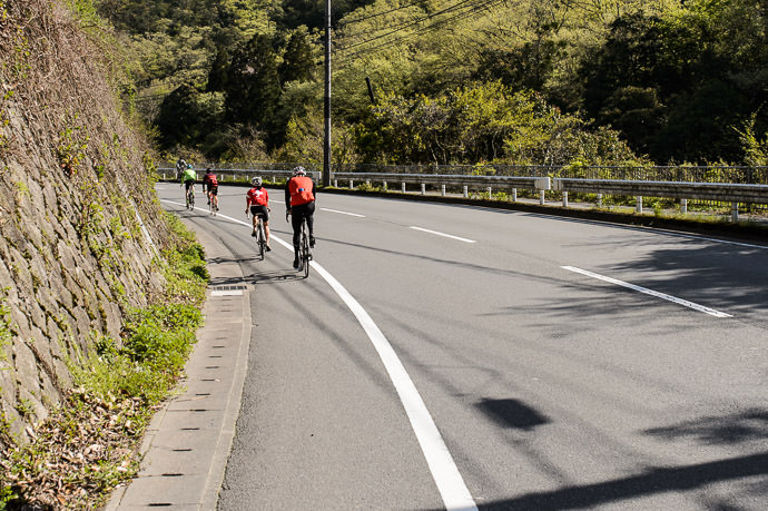 First Climb ( we'd picked up one more rider, Kumiko Naka, along the way ) 8:42am - taken one-handed while cycling at 27 km/h -- Kyoto, Japan -- Copyright 2015 Jeffrey Friedl, http://regex.info/blog/