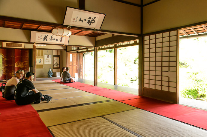 Not Quite Alone -- Toji-in Temple (等持院) -- Kyoto, Japan -- Copyright 2015 Jeffrey Friedl, http://regex.info/blog/