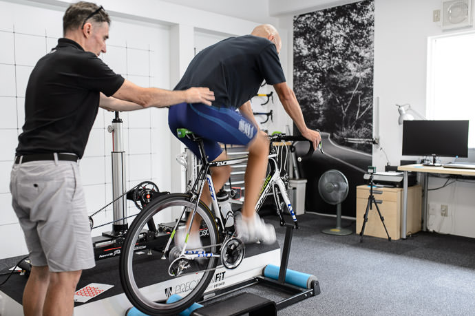Checking Hip Balance -- Pedalforth Fitting -- Kyoto, Japan -- Copyright 2015 Jeffrey Friedl, http://regex.info/blog/
