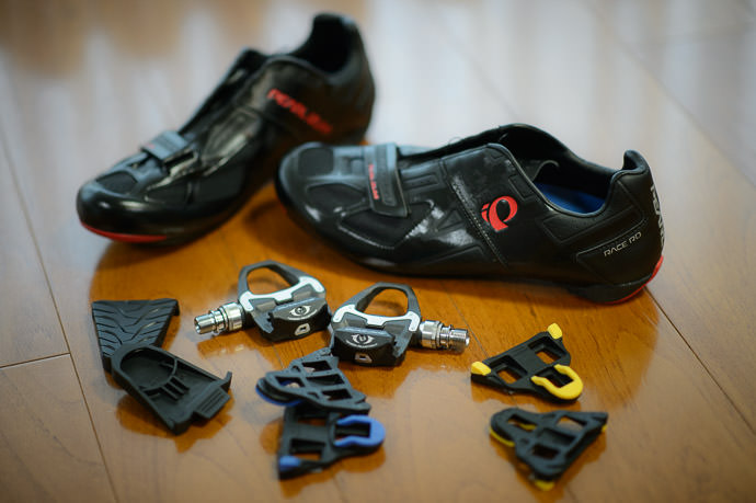 Clips, Cleats, Pedals, and Shoes oh my! 自転車用の靴、ペダル、クリート等 -- Kyoto, Japan -- Copyright 2015 Jeffrey Friedl, http://regex.info/blog/ -- This photo is licensed to the public under the Creative Commons Attribution-NonCommercial 4.0 International License http://creativecommons.org/licenses/by-nc/4.0/ (non-commercial use is freely allowed if proper attribution is given, including a link back to this page on http://regex.info/ when used online)