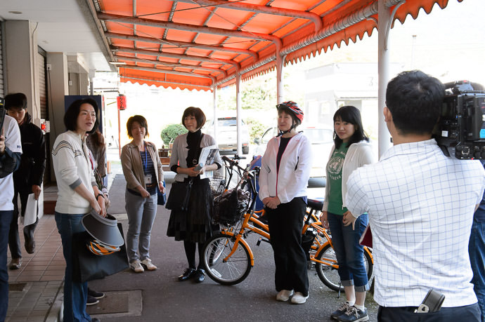 Pre-Tour Briefing at Shiga Station (滋賀駅), Otsu City -- Shiga Station (滋賀駅) -- Otsu, Shiga, Japan -- Copyright 2015 Jeffrey Friedl, http://regex.info/blog/