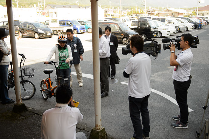 Bicycle Introduction -- Shiga Station (滋賀駅) -- Otsu, Shiga, Japan -- Copyright 2015 Jeffrey Friedl, http://regex.info/blog/