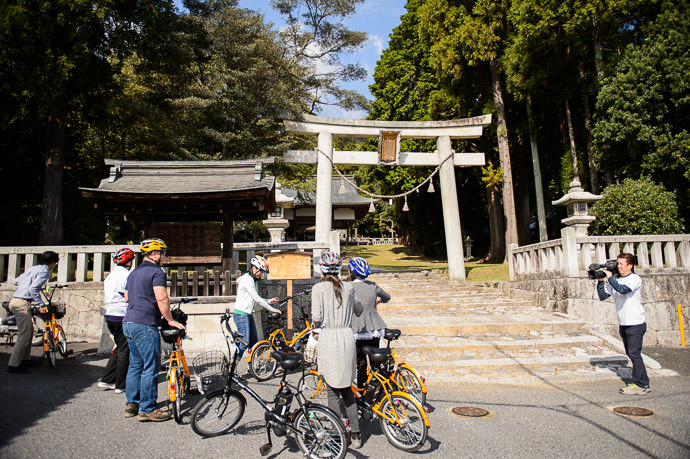 First Stop Juge Shrine (樹下神社) -- Juge Shrine (樹下神社) -- Otsu, Shiga, Japan -- Copyright 2015 Jeffrey Friedl, http://regex.info/blog/