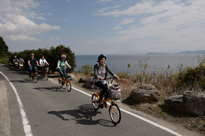 Riding Along the Lake -- Otsu, Shiga, Japan -- Copyright 2015 Jeffrey Friedl, http://regex.info/blog/