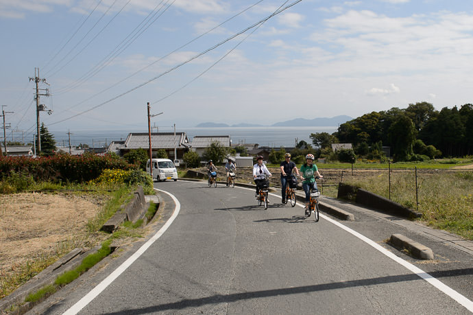 Heading Up into the Hills -- Otsu, Shiga, Japan -- Copyright 2015 Jeffrey Friedl, http://regex.info/blog/