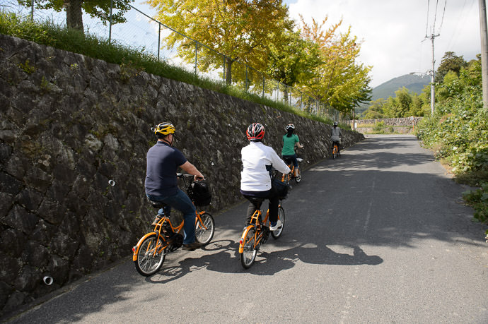 Steep! the ease of the battery assist made the cyclist in me feel ashamed :-) -- Otsu, Shiga, Japan -- Copyright 2015 Jeffrey Friedl, http://regex.info/blog/