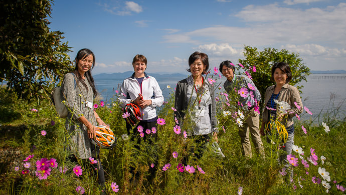 Nice Memory of a Nice Day The three ladies in the foreground are the bilingual tour leaders the man is Mr. Fujiwara from the Otsu City office of tourism -- Otsu, Shiga, Japan -- Copyright 2015 Jeffrey Friedl, http://regex.info/blog/