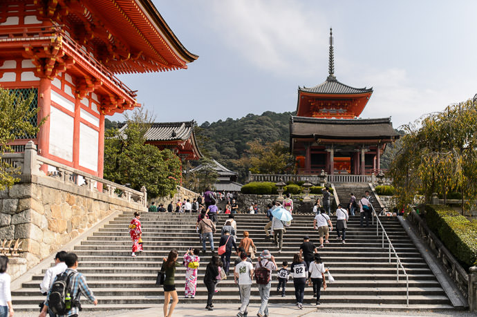 Meeting Spot -- Kiyomizu Temple (清水寺) -- Kyoto, Japan -- Copyright 2015 Jeffrey Friedl, http://regex.info/blog/ -- This photo is licensed to the public under the Creative Commons Attribution-NonCommercial 4.0 International License http://creativecommons.org/licenses/by-nc/4.0/ (non-commercial use is freely allowed if proper attribution is given, including a link back to this page on http://regex.info/ when used online)